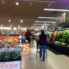 Photo taken at Jewel-Osco by Lina on 4/5/2014