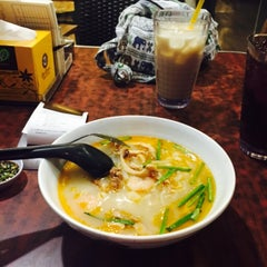 Photo taken at OldTown White Coffee by Anis Y. on 6/26/2015