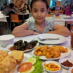 Photo taken at D'Cost Seafood by Mieke on 6/24/2015