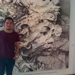 Photo taken at Pasar Seni Ancol by Dhiko O. on 10/21/2012