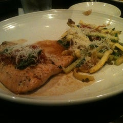 Photo taken at Carrabba's Italian Grill by Nette D. on 6/16/2013