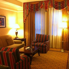 Photo taken at InterContinental New York Barclay by Nulee T. on 7/16/2013