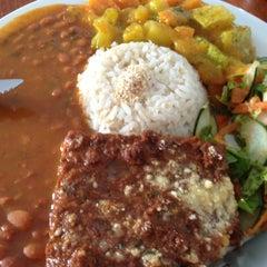 Photo taken at Restaurante Vegetariano Mandir by ticiana s. on 12/19/2012