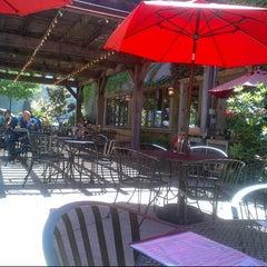 Photo taken at Healdsburg Bar & Grill by Bob B. on 5/30/2013