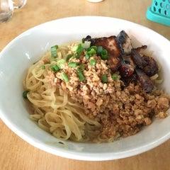 Photo taken at Restoran YiPoh 姨婆老鼠粉 by Stewart T. on 12/23/2015
