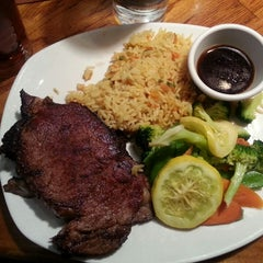 Photo taken at Outback Steakhouse by Jason S. on 7/11/2014