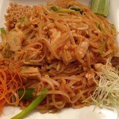 Photo taken at Hot Woks Cool Sushi by Hoang N. on 12/28/2012