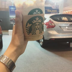 Photo taken at Starbucks (สตาร์บัคส์) by Princess 5. on 10/20/2015
