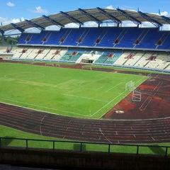 Photo taken at Stadium Negeri by Adrian I. on 5/13/2013