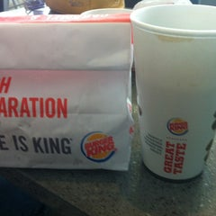 Photo taken at Burger King® by Leandro T. on 1/18/2014