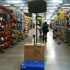 Photo taken at Decathlon by ØzΞЯд on 11/15/2012