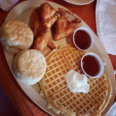 Photo taken at Roscoe's House of Chicken and Waffles by Vladie F. on 6/5/2013