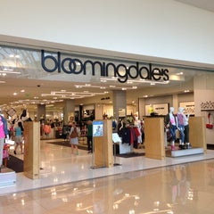 Photo taken at Bloomingdale's by Carlos Edmur L. on 4/11/2013