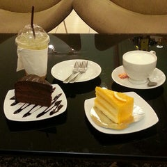 Photo taken at Sujitporn Coffee shop by joe y. on 10/15/2013