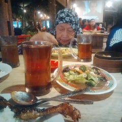 Photo taken at Kampoeng Makan Joglo 21 by Nasaruddin .. on 2/8/2015