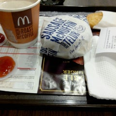 Photo taken at Mc Donalds by Susi M. on 1/19/2014