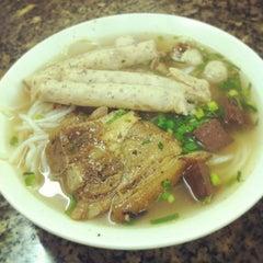 Photo taken at Bún bò giò heo Huế by Noong M. on 12/21/2012