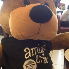 Photo taken at Pizza Hut by Leticia M. on 3/5/2013