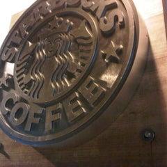 Photo taken at Starbucks by Angeeelicus E. on 12/20/2012