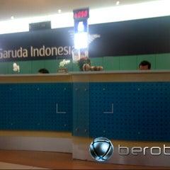 Photo taken at Garuda Indonesia Sales & Ticketing Office by Wein F. on 1/3/2013