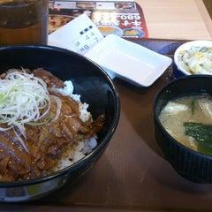 Photo taken at すき家 品川東店 by Takman on 11/14/2014
