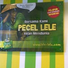 Photo taken at Pecel Lele Lela by Deeq I. on 1/18/2013