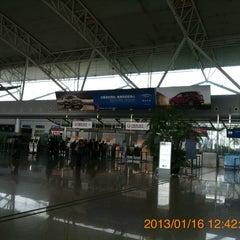 Photo taken at Ningbo Lishe International Airport (NGB) 宁波栎社国际机场 by 興成 丘. on 1/16/2013