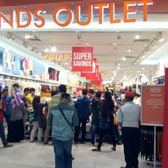 Photo taken at Brands Outlet by Ho Yee Tatt A. on 10/11/2015