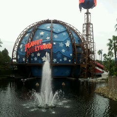 Photo taken at Planet Hollywood by Robert P. on 10/25/2012