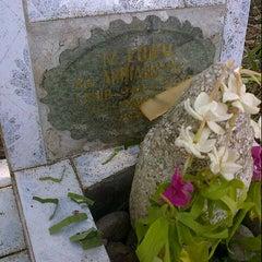 Photo taken at Kuburan Muslimin by Yofie R. on 10/26/2012