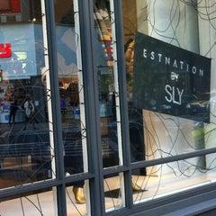 Photo taken at ESTNATION 有楽町店 by Motoro Y. on 10/26/2012