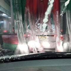Photo taken at Super Car Wash & Quick Lube by Michael G. on 5/31/2014