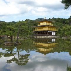 Photo taken at 北山 鹿苑寺 (金閣寺) (Kinkaku-Ji Temple) by T Y. on 10/8/2012