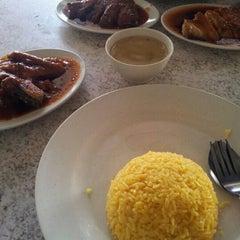 Photo taken at Tat Nasi Ayam by Petah Wazzan I. on 10/17/2012