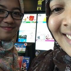 Photo taken at McDonald's Kok Lanas Drive Thru by Nurli Y. on 8/1/2015