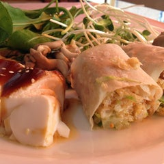 Photo taken at Lótus Restaurante Vegetariano by Fabio O. on 5/6/2013