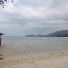 Photo taken at Magic Resort Koh Chang by aunticha u. on 3/12/2015