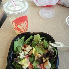 Photo taken at Wendy's by Carolina P. on 9/1/2014