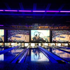 Photo taken at 10Pin Bowling Lounge by Jorge L. on 5/26/2013