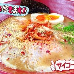 Photo taken at Gumshara Ramen (がむしゃら ラーメン) by 高手놀리밑™ on 6/12/2013