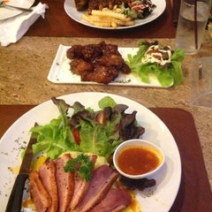 Photo taken at Verde Montana Restaurant (เวอร์เด้ มอนทาน่า เรสเทอรองท์) by Badlady S. on 6/23/2013