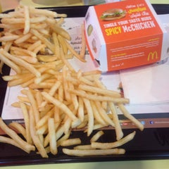 Photo taken at McDonald's - ماكدونالدز by Mohammed A. on 3/15/2015