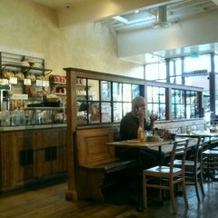 Photo taken at Le Pain Quotidien by Arielle S. on 1/29/2016
