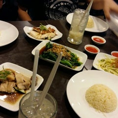 Photo taken at BB Hailam Chicken Rice by Ahmad S. on 4/5/2015