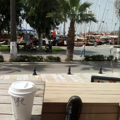 Photo taken at Starbucks by Uğur K. on 5/29/2013