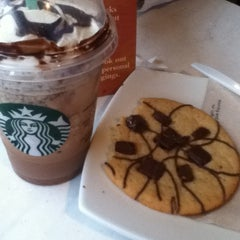 Photo taken at Starbucks Coffee by Giuliana O. on 11/17/2012