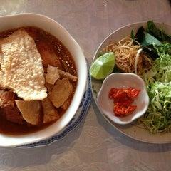 Photo taken at Cafe Nhật Nguyệt by Terpin N. on 12/20/2012