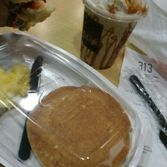 Photo taken at McDonald's by Sylvester D. on 11/3/2015