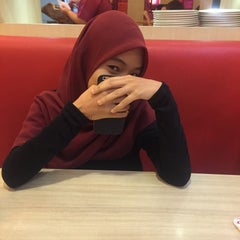 Photo taken at Pizza Hut by Fadhli R. on 9/23/2015