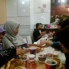 Photo taken at KFC by Izyan I. on 7/21/2015